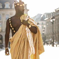 Ashanti 🤴🏾 in Paris 🇫🇷 African Men, African Attire, African Style, African Dress, Men In Black, Long Pearl Necklaces, Gold Necklace, African Royalty, Africa Fashion