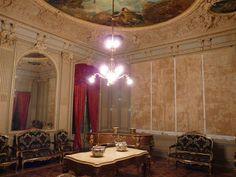 loveisspeed .......: Château dAubiry em Ceret, França é para a venda 26 milhões dolars.Commissioned por Justin Bardou, o inventor de papéis de cigarro de rolamento, na década de 1890 por seu filho, o Le Château dAubiry é um exemplo impressionante de desenho barroco, tal como concebido pelo arquiteto dinamarquês Viggo Dorph-Petersen. Os interiores ricamente decorados foram pristinely preservado e apresentam mais de uma dúzia de lustres, molduras intrincadas, colunas de mármore dos Pirinéus, e…