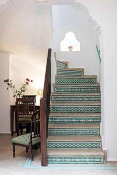 15 Beautiful Staircase Tiles Ideas   Futurist Architecture