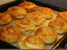Turkish Recipes, Ethnic Recipes, Romanian Food, Romanian Recipes, Good Food, Yummy Food, Pastry And Bakery, Dough Recipe, How To Make Bread