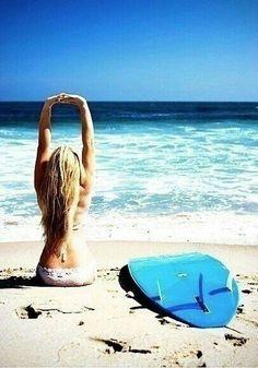 I want to learn how to surf! and workout at the beach of course Surf Girls, Beach Girls, Beach Bum, Ocean Beach, Beach Hair, Mountain Biking, Bikini Rouge, E Skate, Sports Nautiques