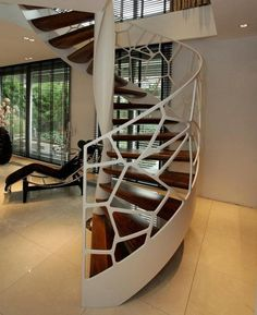 Inspired by Voronoi diagrams, EeStairs designed a creative balustrade system called Cells. The organic shapes, or 'cell'-like design, is the defining feature of the steel balustrade. Wooden Staircase Railing, Small Space Staircase, Modern Staircase, Luxury Staircase, Railings, Spiral Stairs Design, Spiral Staircase, Staircase Design, Interior Stairs