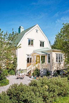 YTo2OntzOjI6ImlkIjtpOjExOTkyNjM7czoxOiJ3IjtpOjMyMDA7czoxOiJoIjtpOjMyMDA7czoxOiJjIjtpOjA7czoxOiJzIjtpOjA7czoxOiJrIjtzOjQwOiJhZjE0YjM3ZmFlYzZlYTY3OTA2MzIyNmJhZTliMDljM2I3MDExYTM4Ijt9 1 024 × 1 534 pixlar Swedish Cottage, Swedish House, German Houses, Farm Stay, Nordic Home, House With Porch, Old Houses, My Dream Home, Future House