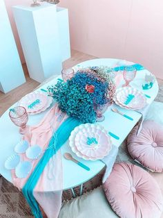 Gorgeous Turquoise and Pink Mermaid-inspired Guest Table from a Turquoise and Pink Mermaid Birthday Party on Kara's Party Ideas | KarasPartyIdeas.com (22) Mermaid Party Decorations, Mermaid Parties, Balloon Decorations, Party Themes, Party Ideas, Themed Parties, Mermaid Kids, Bubble Balloons, Mermaid Cakes
