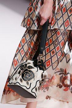 ca45c3d2cdf9 Fendi Spring 2019 Ready-to-Wear Collection - Vogue Карл Лагерфельд, Модные  Аксессуары