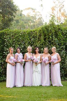 Las damas de color lavanda…. Hermosas, perfecto para darle contraste al vestido más lindo de la noche, el de la #Novia!