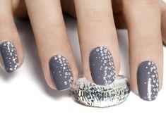 Nageldesign ideen für eine Hochzeit im Winter-grauer Nagellack mit Glitzerpartikeln