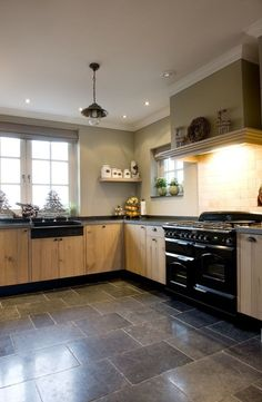 Best pictures, design and decor about kitchen flooring ideas, tile pattern. inexpensive - Kitchen floors for my modern kitchen Cool Kitchens, Kitchen Models, Kitchen Room, Kitchen Decor, Modern Kitchen, Kitchen Floor Inspiration, Home Kitchens, Kitchen Flooring Ideas Inexpensive, Kitchen Floor Tile