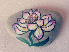 taşboyama çiçek..stonepainting flower  #stonepainting #stoneart #stone #rockpainting #art #instaart #kunst #malen #boyama #resim #tasboyama #tas #taşboyamasanatı #hobby #paiintedstone #sanat #sanatsal #rock #stein #bemalt #eğlenceli #funny #spaß #deniztaşı #çiçek #blumen #flowers #instaturkey #instastyle #insta