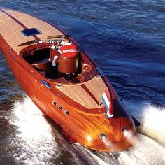 Love wooden Boats my father was a Boat builder in Baton Rouge La. Course Vintage, Ski Nautique, Wooden Speed Boats, Chris Craft Boats, Classic Wooden Boats, Fast Boats, Boat Design, Yacht Design, Old Boats