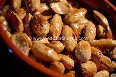Amandes Grillées à la Fleur de Sel (pour un pot de 200 gr) Ingrédients: 200 gr d'amandes entières émondées (pelées) Huile d'olive Fleurs de sel Préparation: Commencer par mettre dans la poêle un un trait d'huile d'olive, et jetez dedans vos amandes. Faites...