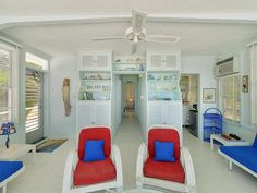 Beached Houseboat in The Florida Keys: Living Room