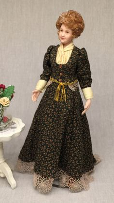 Miniature-Porcelain-Dollhouse-Doll-in-1-12-or-1-12th-Scale-Edwardian-Lady