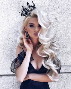 15 Gorgeous and Sexy New Year Hairstyles : Hair Inspiration for New 2019 It is sure that you'll get a great New Year hairstyle for your hair where it is short, long, medium, curly, Wavy and silky in our 15 Gorgeous and Sexy New Year Hairstyles. Romantic Hairstyles, Pretty Hairstyles, Braided Hairstyles, Big Hairstyles, Bride Hairstyles For Long Hair, Platinum Blonde Hairstyles, Volume Hairstyles, Model Hairstyles, Teenage Hairstyles