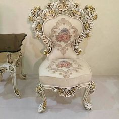 Victorian Style Furniture, Shabby Chic Furniture, Antique Chairs, Antique Decor, Chandelier Wedding Decor, Dining Table Chairs, Room Chairs, Furniture Near Me, Traditional Bedroom Decor
