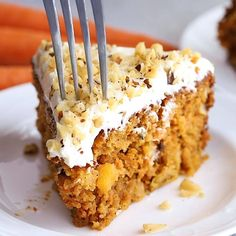 Moist Carrot Cake – SO good! The trick to making this cake super moist and delicious without adding a ton of butter or sugar. Moist Carrot Cake Recipe With Pineapple, Healthy Carrot Cakes, Healthy Desserts, Healthy Food, Healthy Recipes, Cakes Without Butter, Blondie Dessert, Food Should Taste Good, Skinnytaste
