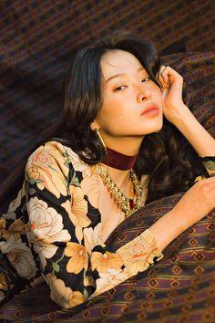 les fleurs noires ✤ kwon saem by park jihye corée korean model flowers portrait