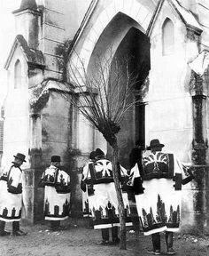 Going to the church on Sunday, from Hungary. Vintage Photographs, Vintage Images, Central Europe, Folk Music, Folklore, Budapest, Croatia, Old Things, Art Deco