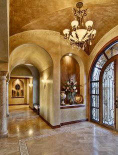 niche at end of hallway from foyer to guest bedroom, arched hallway traditional entry by Bella Villa Design Studio Style At Home, Style Toscan, Villa Design, House Design, Foyer Design, Niche Design, Casa Magnolia, Conception Villa, Art Niche