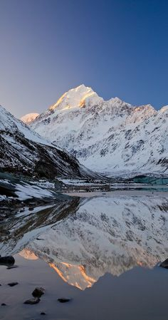 Mount Cook- Aoraki, reflected in Hooker Lake, South Island, New Zealand
