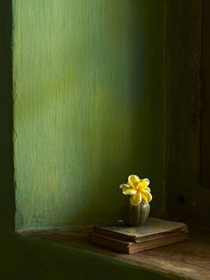 - Paul Massey, the yellows against the yellowish green, makes it stand out...little detail, the eyes can rest.