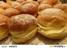 Koblihy plněné krémem z mascarpone a pudinku recept - TopRecepty.cz Cupcakes, Ricotta, Hamburger, Food And Drink, Bread, Desserts, Recipes, Muffins, Gardening