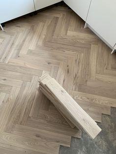 Wooden Flooring, Vinyl Flooring, Kitchen Flooring, Oak Flooring, Wood Parquet, Parquet Chevrons, Herringbone Tile Floors, Herringbone Pattern, Wood