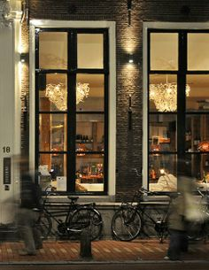 KOETJES EN KALFJES, RESTAURANT, LEIDEN, NL 'Bistro with a touch of chic' Koetjes en Kalfjes restaurant is located in a monumental building in the center of Leiden, NL. Even before entering this beautiful restaurant you lock eyes with our white upside down Icy Lady Chandeliers; they shimmer from miles away.