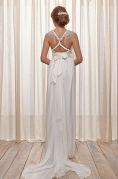 The back detail of this wedding dress is just stunning. Anna Campbell, Belle Ivoire