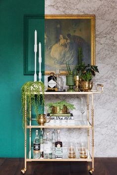 Diy bar cart designs and makeovers Diy Bar Cart, Gold Bar Cart, Bar Cart Styling, Bar Cart Decor, Brass Bar Cart, Bar Trolley, Bar Carts, Golf Carts, Home Bar Decor
