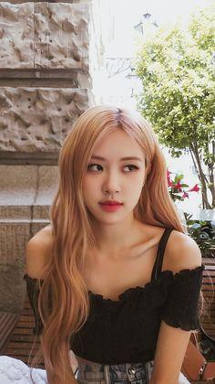 Jisoo, Jennie, Rosé, and Lisa Blackpink are hitting up the UK in spring. Kpop Girl Groups, Korean Girl Groups, Kpop Girls, Divas, Wallpaper Rose, Wallpaper Desktop, Hd Desktop, Screen Wallpaper, Cheveux Oranges