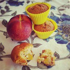 Peach muffins with amaretti di Saronno - muffins alle pesche e amaretti di Saronno