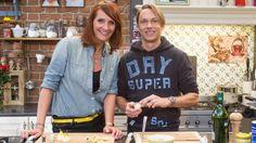 Regi steekt helpende handjes uit in De Keuken van Sofie! | VTM Koken