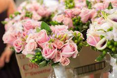 Ramo de rosas, freesias e hipérico :: Pink roses bouquet via Virginia Jewish Weddings