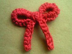 リボンのワンポイントミニモチーフの作り方|編み物|編み物・手芸・ソーイング | アトリエ|手芸レシピ16,000件!みんなで作る手芸やハンドメイド作品、雑貨の作り方ポータル