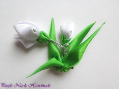 Snowdrops - Handmade Floral Broach by Purple Nicole (Nicole Cea Mov), green and white handmade kanzashi satin flowersleaves.