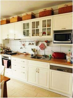 Végre le tudunk ülni egy asztalhoz. Kitchen Cabinets, Home Decor, Kitchens, Table, Living Room, Sunshine, Decoration Home, Room Decor, Cabinets