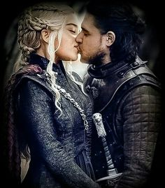 You are watching the movie Game of Thrones on Putlocker HD. Set on the fictional continents of Westeros and Essos, Game of Thrones has several plot lines and a large ensemble cast but centers on three primary story arcs. Arte Game Of Thrones, Game Of Thrones Facts, Game Of Thrones Funny, Jon Snow And Daenerys, Game Of Throne Daenerys, Winter Is Here, Winter Is Coming, Emilia Clarke, Entertainment Weekly
