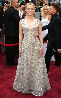 The star wore a beaded vintage Christian Dior dress at the 2006 Oscars.