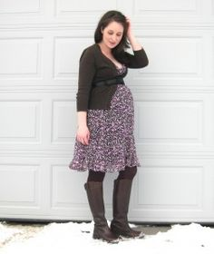 DIY maternity clothing blog with tutorials and patterns.----for future...just in case ;)
