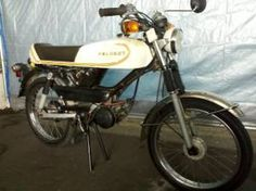 A 1980 Peugeot TSM. I've never seen a top-tank Peugeot moped before, this one just popped up on the SF Craigslist