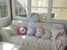 Pünktchenglück Decor, Shabby Vintage, Pastel House, Round Pillow, Home Decor, Diy Pillows, Shabby Cottage, Decorative Pillows, Living Room Pillows