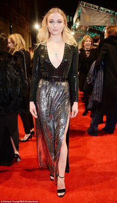 Sophie Turner wearing Louis Vuitton deep v-neck embellished gown at the EE British Academy Film Awards (BAFTA) at Royal Albert Hall on February 2017 in London, England. Celebrity Look, Celebrity Dresses, Celebrity Feet, Sophie Turner, Bafta Red Carpet, Louis Vuitton Dress, Silver Gown, British Academy Film Awards, Red Carpet Looks