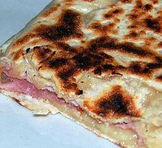 La meilleure recette d'Un repas de dimanche soir: Naans croque monsieur faciles, rapides et excellents (6pts ww)!!!! L'essayer, c'est l'adopter! 4.4/5 (16 votes), 23 Commentaires. Ingrédients: 1cs de beurre fondu, 40ml de lait, 1cs de yaourt nature 0%, sel, 100g de farine, 4g de levure de boulanger, Pour la farce: du jambon ou du bacon, du gruyère râpé allégé ou de la vache qui rit allégée