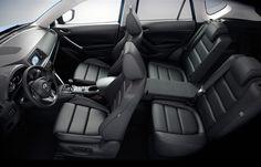 Im Innenraum des Mazda CX-5 können bis zu fünf Erwachsene bequem Platz nehmen. Die ergonomisch gestalteten Sitze bieten hervorragenden Langstreckenkomfort. Je nach Ausstattung sind sie mit Stoff oder Leder bezogen und unterstreichen den hochwertigen Gesamteindruck. Näheres unter http://www.mazda.at