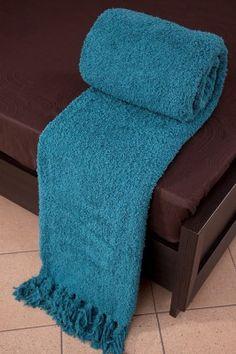 Tyrkysová deka Szet je dostupná v troch rozmeroch: 70x150, 150x200 alebo 170x210 cm.