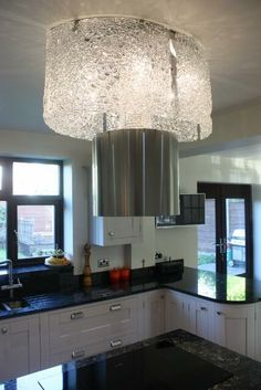 ... and on the ceiling, a Faber Nest extractor. Oh yes, kitchen technology has moved on a bit !