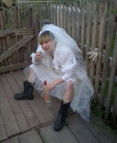 21 awkward Russian wedding pics that will make you lol. In Russia, the wedding is fun, and they bear the so-called phenomenon of the absurdity of Russian reality. Funny Happy Birthday Pictures, Russian Wedding, Russian Brides, Funny Jokes For Adults, Man Birthday, Funny Birthday, Happy Fun, Man Humor, Funny Humor