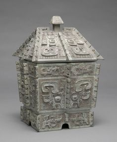 """historical-nonfiction: """" Shang-era bronze wine container, with a """"taotie"""" decor. It's particularly notable because the container's lid survives. Circa 1100 BCE Courtesy of the Harvard Art Museum """" Culture Art, Chinese Culture, Ancient China, Ancient Art, Chinese Arts And Crafts, Chinese Armor, Asian Sculptures, Harvard Art Museum, Art Ancien"""