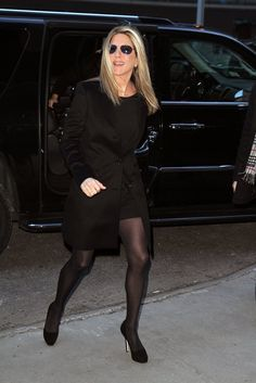 Pin for Later: Jennifer Aniston's Favorite Fall Staple Is One You Might Have Given Up On To Add to the Sleekness of a Tailored Blazer Coat Pantyhose Outfits, Black Pantyhose, Black Tights, Nylons, Colored Tights, Jennifer Aniston Legs, Jennifer Aniston Pictures, Shirts & Tops, Jeniffer Aniston